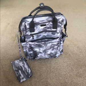 Camo Baggallini backpack/tote with wristlet
